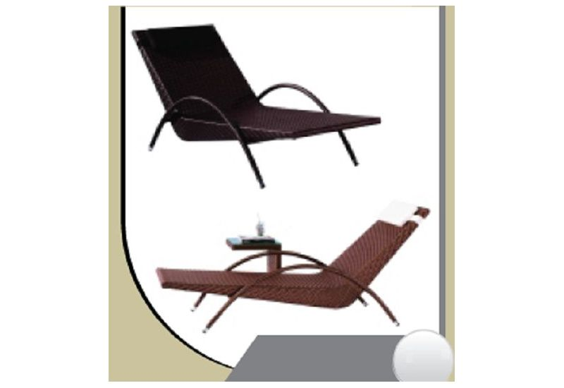 Wicker Chaise Lounge(R 364)